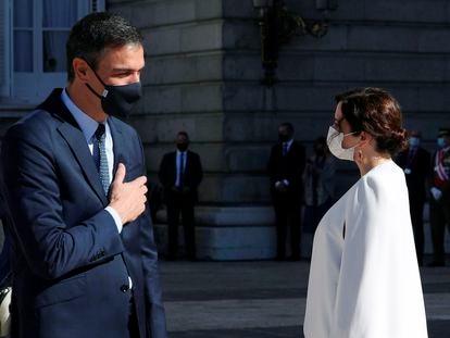 El presidente del Gobierno, Pedro Sánchez y la presidenta de la Comunidad de Madrid, Isabel Díaz Ayuso en un evento del Día de la Hispanidad.