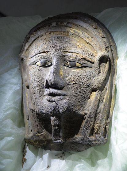 La máscara de plata hallada en las excavaciones en Saqqara.