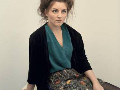 Lize Spit, fotografiada para ICON en IED Master Madrid, con un peinado tan enmarañado (y tan estudiado) como su debut literario.