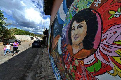Mural dedicado a Berta Cáceres en Tegucigalpa, Honduras.