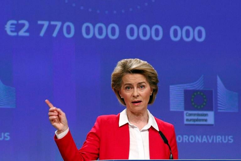 Ursula von der Leyen, presidenta de la Comisión Europea, atiende a la prensa en Bruselas el 2 de abril.