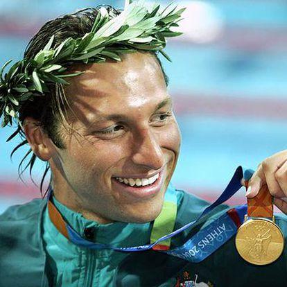 Ian Thorpe, tras ganar la medalla de oro en los 200 metros libres durante los Juegos Olímpicos de 2004 en Atenas.
