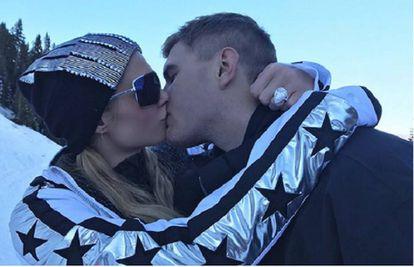Paris Hilton y su prometido Chris Zylka.