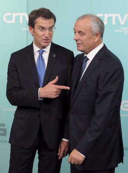 Alberto Núñez Feijóo y Pachi Vázquez se Saludan antes del primer debate electoral en la campaña.
