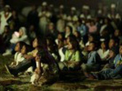Así disfrutaron los habitantes de Nabusimake, un poblado del norte de Colombia, de su primera experiencia cinematográfica