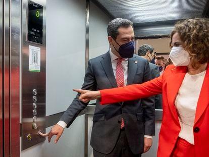 El presidente de la Junta, Juanma Moreno y la ministra de Hacienda, Maria Jesús Montero a su llegada a la inauguración de la nueva sede de CCOO en Sevilla.