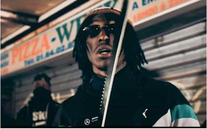 El rapero Maka en el vídeo 'Samuel Paty', que hace referencia a la decapitación del profesor de secundaria.