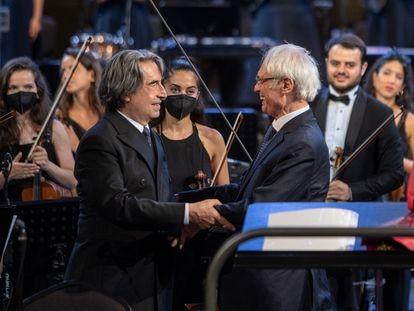 Ricardo Mutti y Tigrán Mansurián, tras el estreno de la cantata 'Purgatorio'.