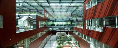 Interior de El cubo, centro de innovación de PMI en Suiza.