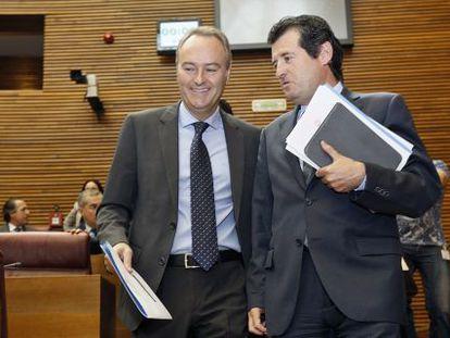 El presidente Alberto Fabra y José Ciscar en las Cortes Valencianas.