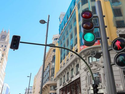 Nuevo semáforo en la Gran Vía.