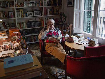 Juan Marsé, en su casa de Barcelona, en 2016.