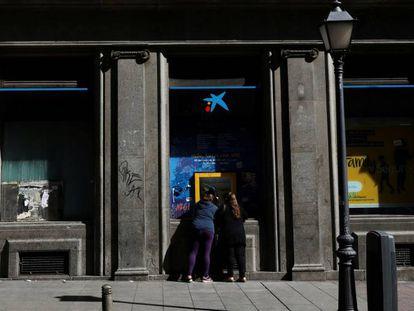 Cajero de CaixaBank en Madrid.