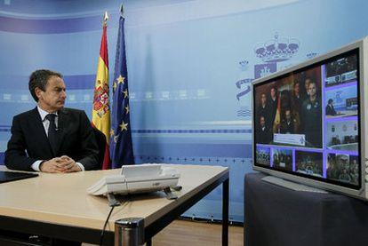 Zapatero en su videoconferencia con soldados españoles