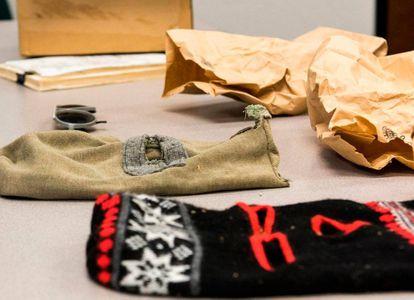 Pasamontañas utilizados por el East Side Rapist, en una imagen del FBI.