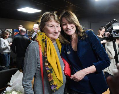 Carla Bruni y su madre, Marisa Bruni Tedeschi, en una gala solidaria contra el Alzheimer en París, en 2017.