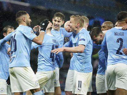 Los jugadores del Manchester City celebran la victoria ante el PSG este martes en el Etihad.