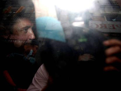 Zaplana es trasladado por la Guardia Civil tras ser detenido.