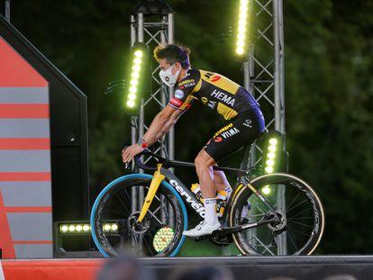 El esloveno Primoz Roglic, ganador de la Vuelta 2019 y 2020, sobre el escenario durante la presentación oficial de la Vuelta a España 2021.