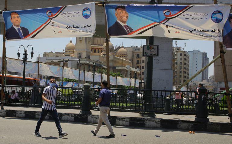 Pancartas electorales para el Senado, el pasado martes en El Cairo.