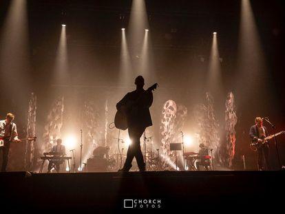 Un momento del concierto ofrecido por La Habitación Roja en el Teatre Principal de València por el 25 aniversario de la banda.