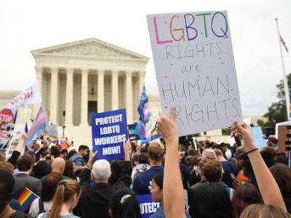 En una audiencia para la historia, jueces conservadores y progresistas debaten sobre el significado de la palabra  sexo , clave para decidir si la Ley de Derechos de Civiles protege a gais y transgénero contra la discriminación laboral