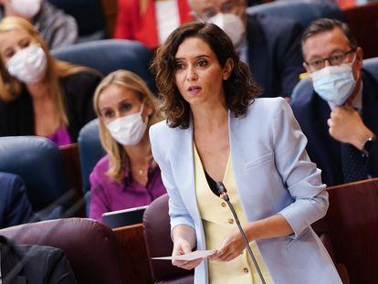 La presidenta de la Comunidad de Madrid, Isabel Díaz Ayuso, durante su intervención en el pleno de este jueves.