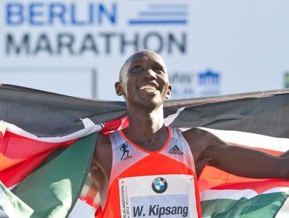 Wilson Kipsang celebra su récord en Berlín.