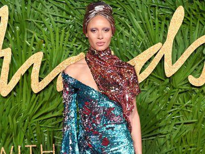 Adwoa Aboah, la gran triunfadira de los premios de la moda británica.