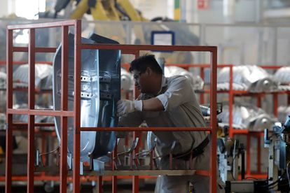 Un trabajador de una planta automotriz en México, en una imagen de archivo.