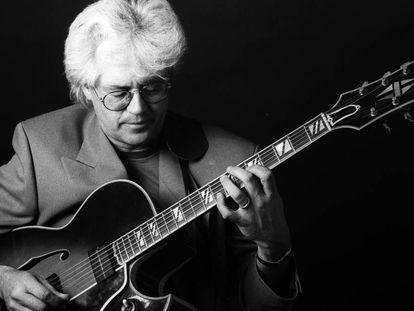 El guitarrista estadounidense Larry Coryell, en 1996 en Nueva York.