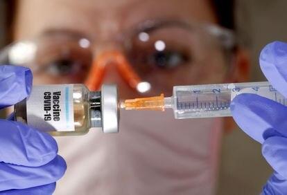 Imagen de una de las vacunas que se están probando contra la covid-19.