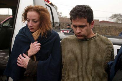 Florence Cassez e Israel Vallarta detenidos durante un operativo de la Agencia Federal de Investigación (AFI) en Morelos, México el 9 de diciembre del 2005.