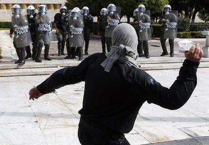 Los manifestantes se han concentrado en distintos puntos del país para protestar contra las medidas del Gobierno. Algunas de las manifestaciones han terminado en enfrentamientos con la policía