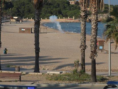 Detonación del artefacto en la playa de la Arrabassada de Tarragona.
