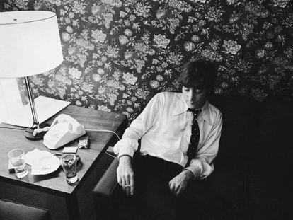 John Lennon en Chicago el 16 de agosto de 1966, tras dar una rueda de prensa en la que pidió disculpas por una frase que, descontextualizada y tergiversada, puso en peligro la carrera de los Beatles.