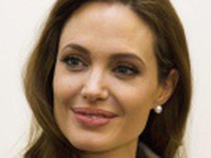 La actriz decide operarse para reducir las altas probabilidades de desarrollar cáncer de pecho. Los médicos aconsejaron la cirugía debido a una herencia genética que aumenta el riesgo