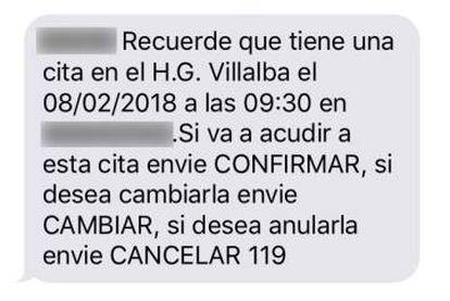 SMS enviado desde Quironsalud en el que se requiere contestar por sms. En la imagen se ha ocultado el nombre del destinatario y el servicio médico.
