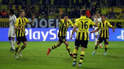 Lewandowski celebra uno de sus goles con sus compañeros.