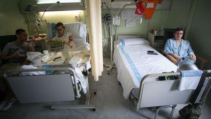 Una de las pocas habitaciones que quedaban abiertas en la planta 10ª en julio en el Vall d'Hebron.