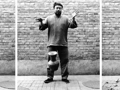 <i>Tirando al suelo una urna de la dinastía Han</i> (1995), serie de tres fotografías de una acción de Ai Weiwei.