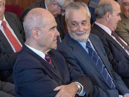 Los expresidentes Manuel Chaves y José Antonio Griñán, durante el juicio en la Audiencia de Sevilla.