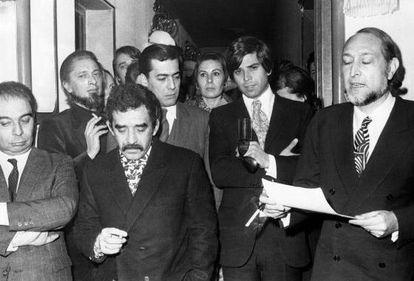 El jurado del Premio Biblioteca Breve de 1970: desde la izquierda, Juan García Hortelano, Carlos Barral, Gabriel García Márquez, Mario Vargas Llosa, Isabel Mirete, Salvador Clotas y José María Castellet.