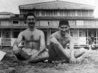 Franz Kafka, a la derecha, con su amigo y editor Max Brod, en el balneario de Marielyst (Dinamarca).