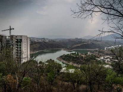 Vista panorámica de la presa Madín, en el Estado de México, este martes.
