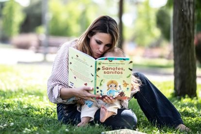 Blanca García-Orea, madrileña de 30 años, es nutricionista clínica. En la imagen, posa con su libro.