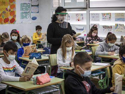 Estudiantes del colegio público Mare Nostrum de Valencia, una clase de sexto de primaria.