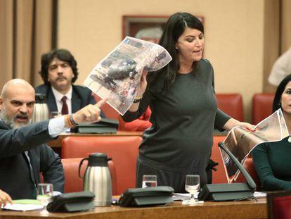 Macarena Olona, secretaria general del grupo de Vox en el Congreso. En vídeo, el momento de la discusión.