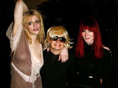 Courtney Love, Savannah Knoop (simulando ser JT LeRoy) y Speedie (la autora Laura Albert) en una fiesta durante la 'fashion week' de New York, en septiembre de 2003.