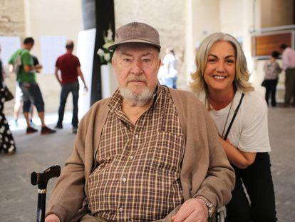 John Baker e Isabel Galán, en el 30º aniversario del rodaje de 'El imperio del sol', en Trebujena (Cádiz).